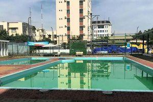 Hai bé trai tử vong tại hồ bơi trong khách sạn