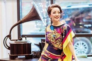 'Họa mi bán cổ điển' Phạm Thu Hà tái xuất với hình ảnh rực rỡ sắc màu