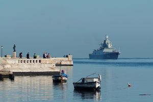 Tàu chiến Nga xuất hiện ở 'cửa ngõ' nước Mỹ, Washington vội điều tàu giám sát