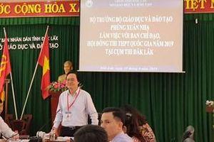 Bộ trưởng Phùng Xuân Nhạ yêu cầu giám thị phải kiểm tra từng ngóc ngách trong phòng thi