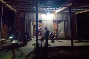 Hà Tĩnh: Nam sinh bị trúng đạn khi giằng co súng với bố