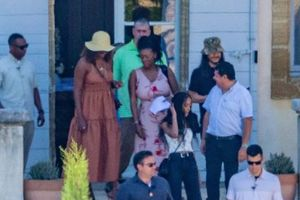 Cựu TT Mỹ Barack Obama và phu nhân nghỉ mát tại Ý cùng vợ chồng George Clooney