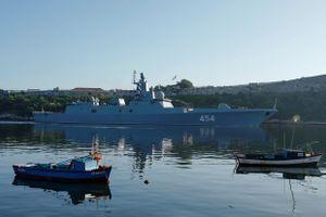 Chiến hạm Nga mang tên lửa hành trình cập cảng Cuba, Mỹ như 'ngồi trên lửa'