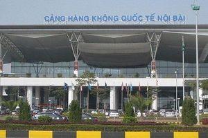 Bị nhắc nhở đỗ xe sai quy định, tài xế taxi rút dao uy hiếp nhân viên an ninh sân bay Nội Bài