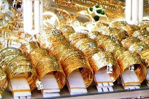 Giá vàng hôm nay 25/6: Vàng tiếp tục trên 'đỉnh'