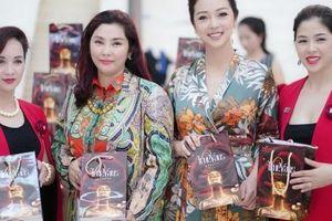 Hoa hậu Jennifer Phạm là khách mời danh dự của thương hiệu mỹ phẩm Truevans