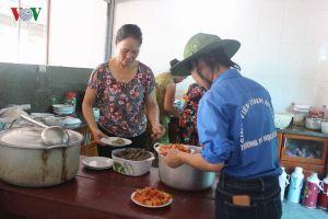 Gia đình 3 năm liền nấu cơm miễn phí cho thí sinh