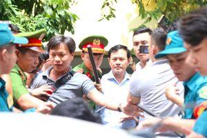 Toàn cảnh phiên xét xử kín bị cáo Nguyễn Hữu Linh