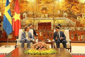 Chủ tịch UBND TP Hà Nội tiếp Đại sứ Thụy Điển tới chào từ biệt kết thúc nhiệm kỳ