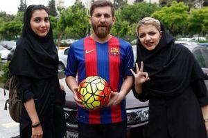 'Mạo danh Messi', đưa 23 phụ nữ... 'lên giường'