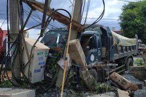 Xe ben tông xe máy, 2 người thương vong, hàng trăm gia đình mất điện