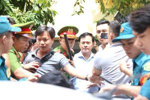 Tòa sẽ xử thế nào nếu người nhà bé gái nói Nguyễn Hữu Linh không dâm ô?