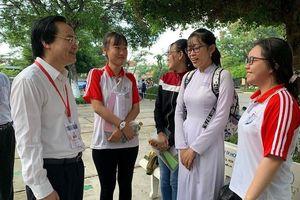 Bộ trưởng Phùng Xuân Nhạ kiểm tra công tác thi tại Long An