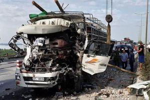 Hà Nội: Tai nạn giao thông nghiêm trọng trên cầu Thanh Trì khiến 2 người tử vong