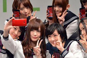 Nhật Bản bắt đầu bỏ lệnh cấm học sinh dùng smartphone ở nhiều nơi