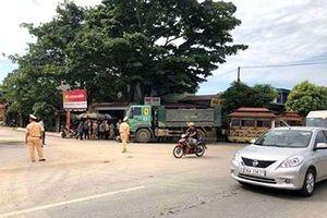 Thanh Hóa: Ô tô tải va chạm với xe máy 'kẹp' 4, hai người tử vong