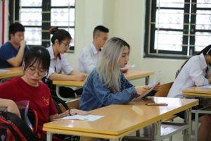 Nữ sinh dự thi THPT Quốc gia 2019 gây chú ý với vẻ đẹp hotgirl