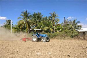 San phẳng đồng ruộng bằng tia laser để sản xuất cánh đồng lớn
