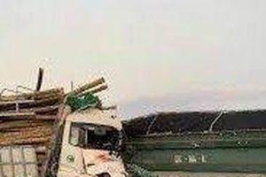 Xác định danh tính hai tài xế xe tải tử vong trên cầu Thanh Trì