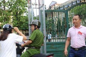 Hà Giang: Công an dùng xe chuyên dụng đưa thí sinh ngủ muộn đến điểm thi