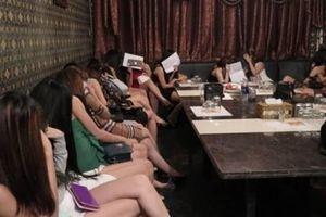 Hàng loạt 'chân dài' mở tiệc ma túy tại quán karaoke
