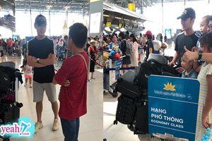 Hình ảnh tươi rói của Xuân Trường tại sân bay trở về Việt Nam sau khi rời khỏi CLB Briram United