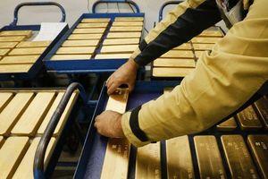 Sụt theo thế giới, giá vàng miếng 'bốc hơi' gần 1 triệu đồng/lượng