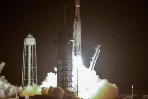 SpaceX phóng tên lửa Falcon Heavy cùng với 24 vệ tinh
