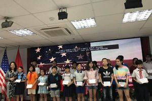 Hội hữu nghị Việt - Mỹ trao 100 học bổng cho học sinh khó khăn ở TP.HCM