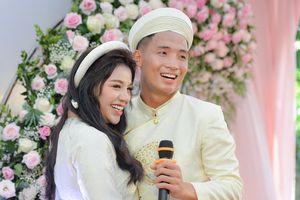 Bùi Tiến Dũng âu yếm gọi Khánh Linh là vợ sau lễ ăn hỏi