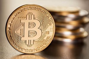 Bitcoin sắp đạt mốc 14.000 USD