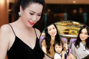 Á hậu Trịnh Kim Chi hạnh phúc vì con gái xinh như Hoa hậu, lại học giỏi