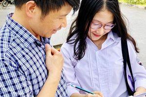 4.500 cây bút chì của thầy cô trường Ngoại thương dành tặng thí sinh