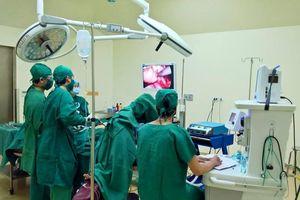 Cứu bệnh nhân bị thủng dạ dày do lạm dụng thuốc đau khớp