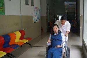 Vừa thi xong môn địa, một thí sinh vào viện vì có dấu hiệu chuyển dạ