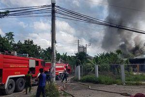 Cháy cơ sở chứa phế liệu tại Bình Chánh