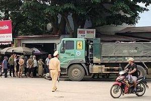 Thanh Hóa: Xe tải đâm trực diện xe máy, 4 người thương vong