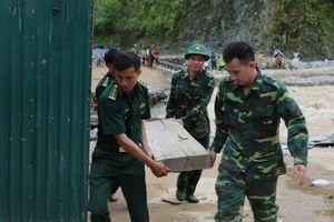 Quân khu 2 khẩn trương khắc phục hậu quả mưa lũ giúp người dân