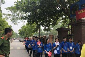 Màu xanh tình nguyện phủ kín các điểm thi tốt nghiệp THPT quốc gia 2019