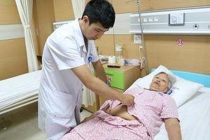 Phẫu thuật thành công khối u kích thước lớn cho cụ bà gần 90 tuổi ở Hà Nam