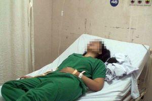 Nữ bác sĩ bị người nhà bệnh nhân đấm thẳng vào mặt chỉ vì…loa rè