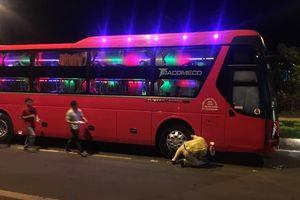 Bé trai bị xe khách cán chết thương tâm ở Đắk Nông