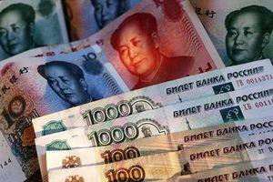 Tiền tệ Nga – Trung hợp lực 'đánh bật' đồng bạc xanh