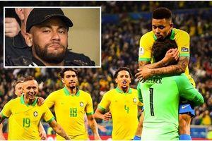 Neymar bất lực nhìn Brazil chật vật hạ Paraguay để vào bán kết