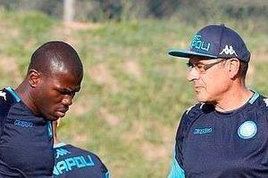 HLV Sarri từng gọi cầu thủ từ bệnh viện về chỉ để ngồi dự bị