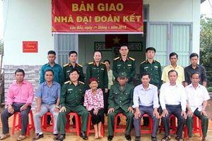 Học viện Lục quân trao tặng nhà đại đoàn kết