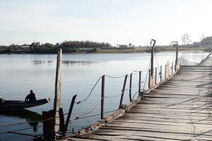 Kỷ niệm 30 năm tái lập tỉnh Quảng Trị (1-7-1989 - 1-7-2019): - Hồi đáp với dòng sông (Kỳ 1: 'Cầu vàng' nổi trên sông)