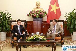 Thứ trưởng Bộ Ngoại giao Lê Hoài Trung tiếp Phó Chủ nhiệm Văn phòng công tác Đài Loan