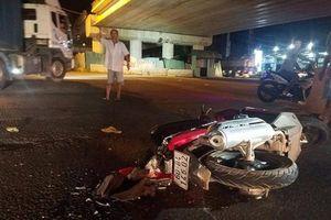 Va chạm với xe container, người đàn ông tử vong ở cầu vượt Dầu Giây
