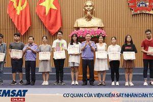Tuyên dương 452 học sinh giỏi là con của cán bộ, công chức, viên chức, người lao động VKSND tối cao